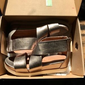 Bussola Soft Leather White Gold Sandals